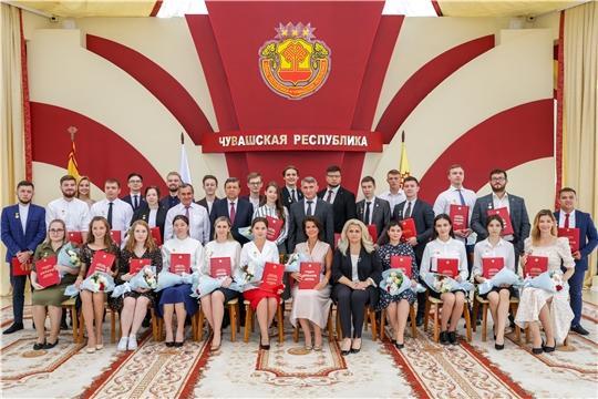 Глава Чувашии вручил Государственные молодежные премии