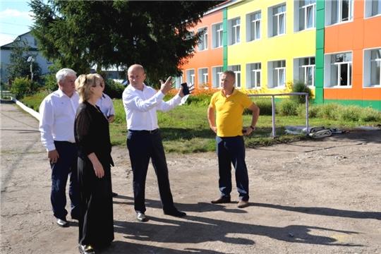 Заместитель министра образования и молодежной политики Чувашии Наталия Скворцова проинспектировала ход строительства и ремонта учебных заведений в Батыревском районе