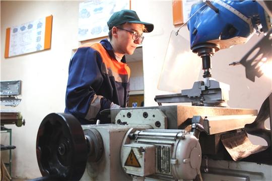 В Доме Правительства обсудили повышение количества трудоустроенных среди выпускников вузов и ссузов