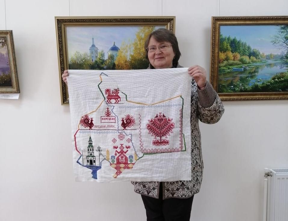 Мастер вышивки Порецкого района Светлана Шишкина внесла свой вклад в создание произведения «Вышитая Чувашия»