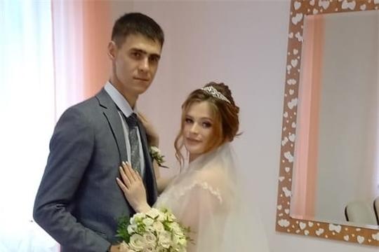 В День России в отделе ЗАГС администрации Яльчикского района зарегистрировали брак 4 пары молодоженов