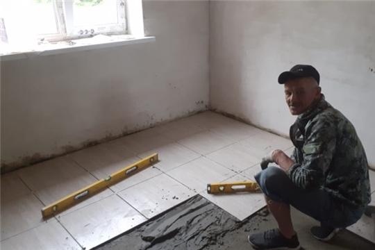 В селе Эшмикеево продолжаются работы по строительству дома для многодетной семьи