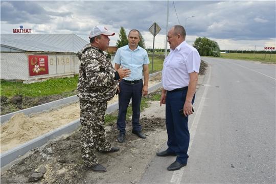 Глава администрации Яльчикского района Леонард Левый ознакомился с ходом строительных работ в селе Яльчики