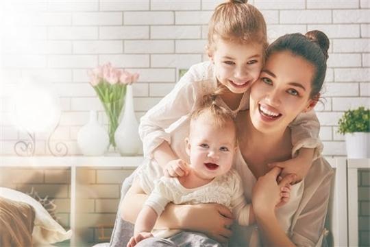 Ежемесячные выплаты в связи с рождением (усыновлением) первого или второго ребенка