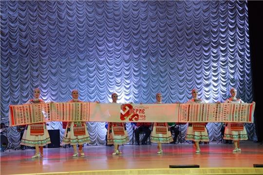 Чувашский государственный академический ансамбль песни и танца выступил в Алатыре в рамках акции «Сурпан Пӗрле»