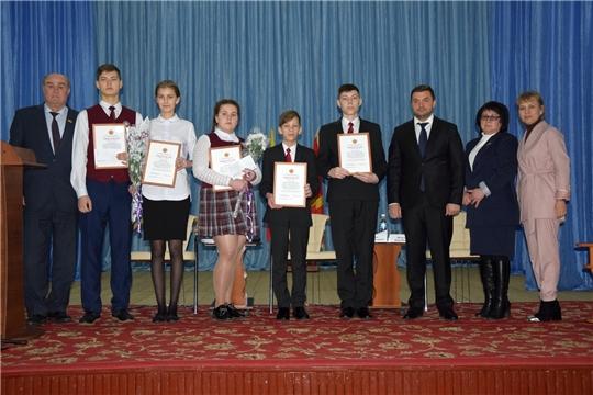 Творческим и успешным представителям молодёжи вручили стипендию депутата Государственного Совета Чувашской Республики Ю.М. Кислова