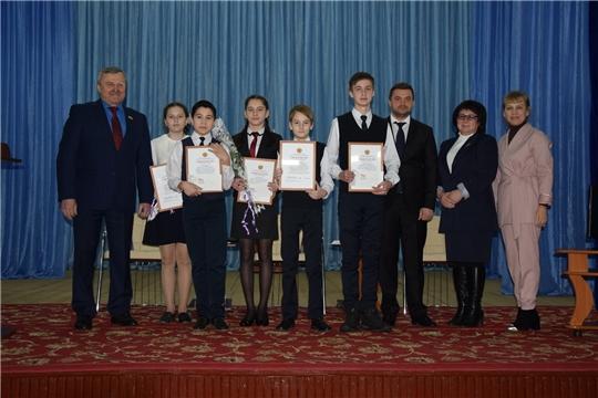 Активным и талантливым представителям молодёжи вручили стипендию депутата Государственного Совета Чувашской Республики Н.Н. Ефремова