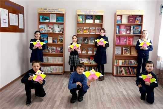 В Сойгинской сельской библиотеке прошёл час творчества «Кукла Масленица»