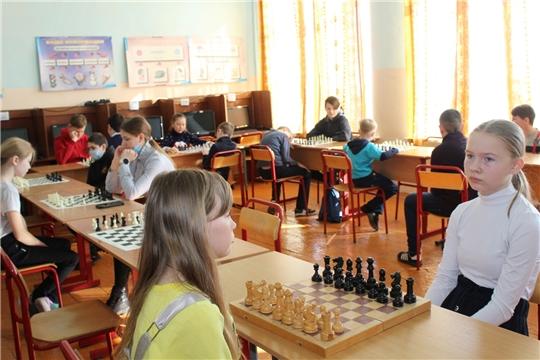 Среди школьников Алатырского района прошел районный шахматно-шашечный турнир, посвященный трудовому подвигу строителей Сурского и Казанского оборонительных рубежей