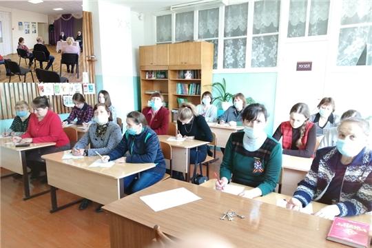 Школьники Алатырского района - участники тотального диктанта  «Пĕтĕм чăваш диктанчĕ – 2021»