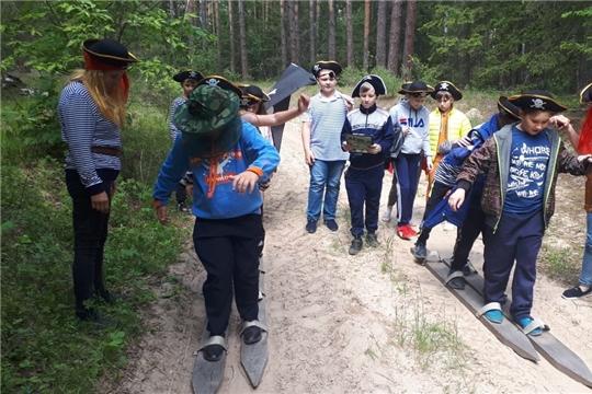 Дети из пришкольного лагеря «Непоседы» прошли по экологической тропе «Тайны чувашского леса»