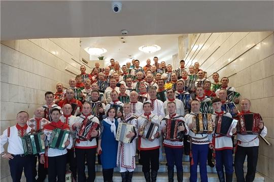 Гармонисты Аликовского района в ансамбле лучших исполнителей поздравили творческих работников с профессиональным праздником