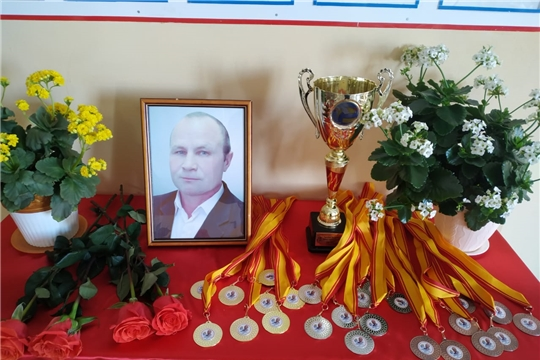 В  Чувашско-Сорминской школе состоялся десятый турнир по волейболу в память о Сергее Алексееве