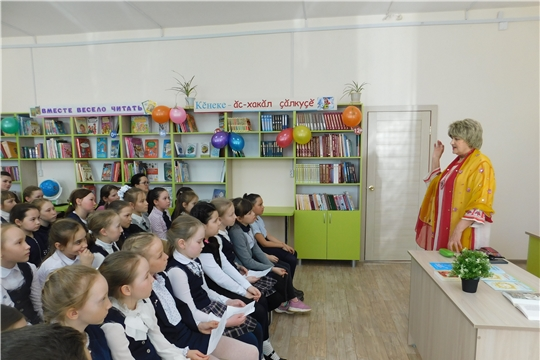 В читальном зале Аликовской детской библиотеки состоялась литературно-творческая встреча с поэтом Раисой Сарби