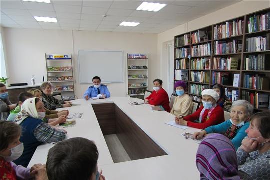 В Аликовской центральной библиотеке состоялся правовой час на тему «Соблюдение законодательства в сфере ЖКХ»