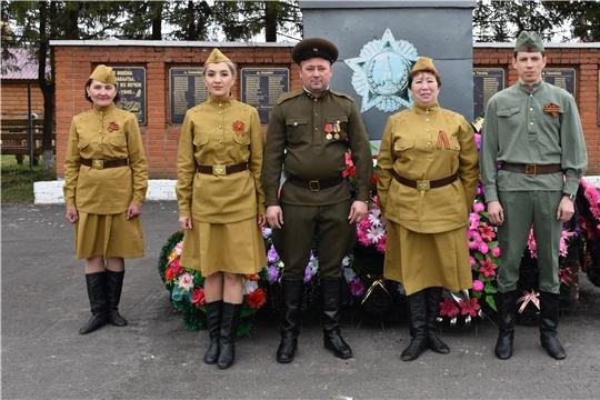 В селе Аликово прошло возложение венков и цветов к мемориалу «Неизвестный солдат»