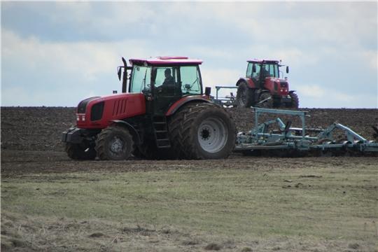 В Аликовском районе ведутся весенние полевые работы