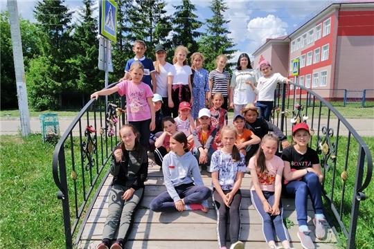 В этническом дворе «Культура и быт верховых чувашей» проводятся экскурсии для воспитанников летних пришкольных лагерей