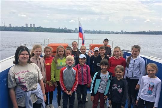 Воспитанники пришкольного лагеря  «Веселая планета» посетили речной порт города Чебоксары и совершили прогулочный рейс на левый берег Волги