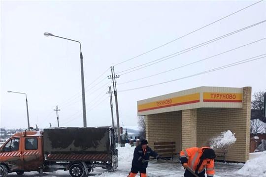 В поселениях района продолжается расчистка снега