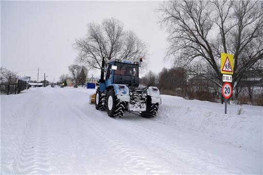 Работа по уборке снега продолжается