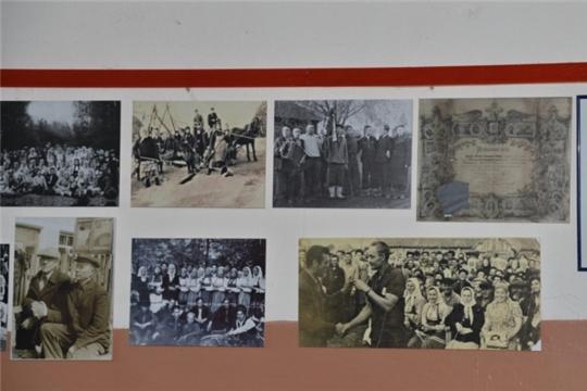 Краеведческую выставку фотографий о жизни родного села организовал ректор Чувашского республиканского института образования