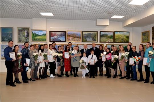 19 молодых семей Батыревского района получили свидетельства на улучшение жилищных условий