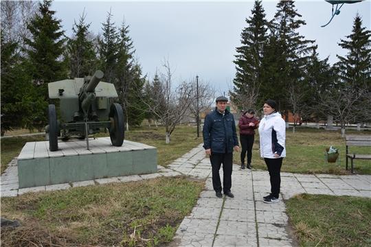 В преддверии праздника Великой Победы благоустраиваются территории памятников