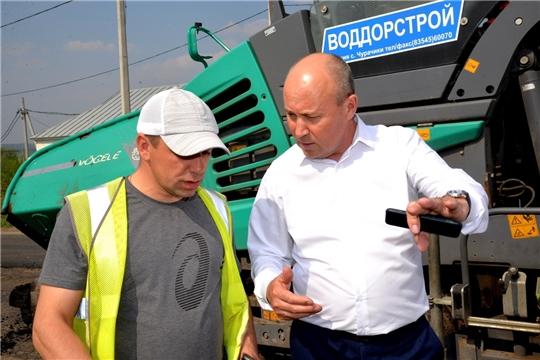 Ведется ямочный ремонт дороги, завершены работы по замене барьерных ограждений на дороге местного значения