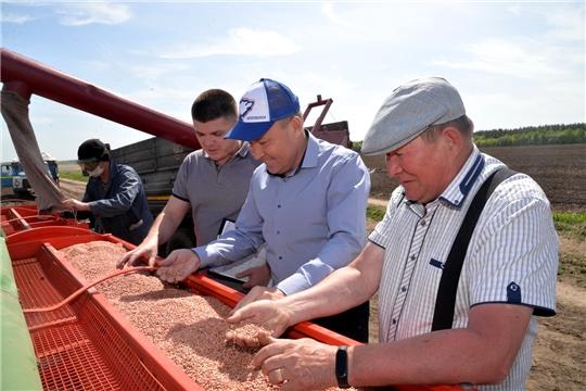 На финишную «прямую» вышли труженики села Батыревского района по посевным работам