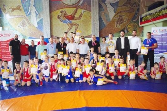 Юные батыревцы- победители межрегионального турнира по вольной борьбе, посвященного Дню защиты детей