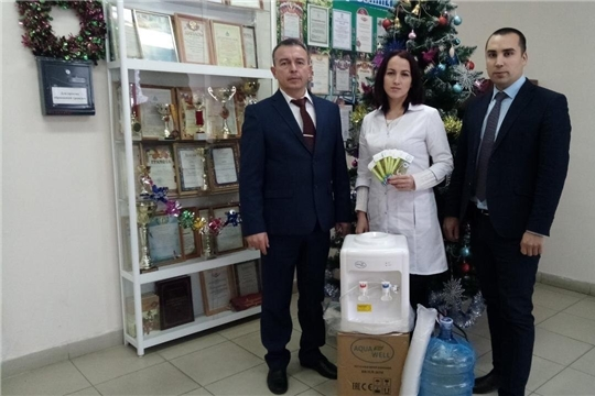 Председатель Государственного Совета Чувашской Республики, член фракции «Единая Россия» Альбина Егорова направила в Чебоксарскую районную больницу укомплектованный кулер