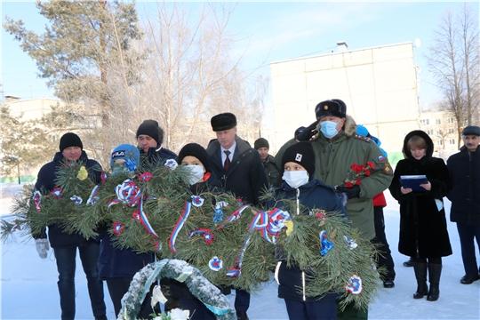 Возложение венка памяти к памятнику воинам-интернационалистам