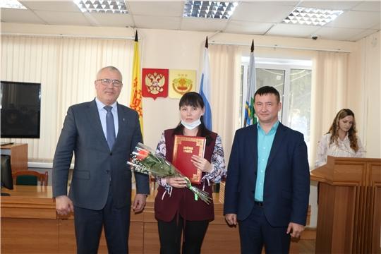 Николай Хорасев наградил работников бытового обслуживания населения и жилищно-коммунального хозяйства за многолетний добросовестный труд