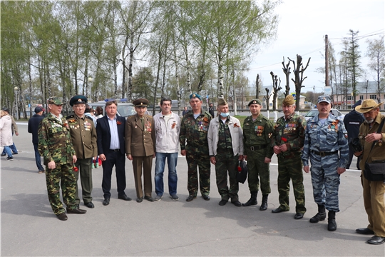 В Кугесях состоялось торжественное возложение цветов к памятнику Неизвестному солдату