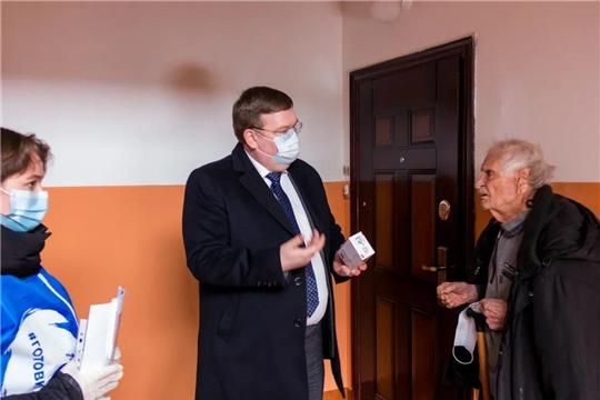 Глава города Олег Кортунов посетил участников Великой Отечественной войны