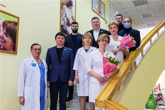 Депутаты Чебоксарского городского Собрания депутатов поздравили врачей  Президентского перинатального центра