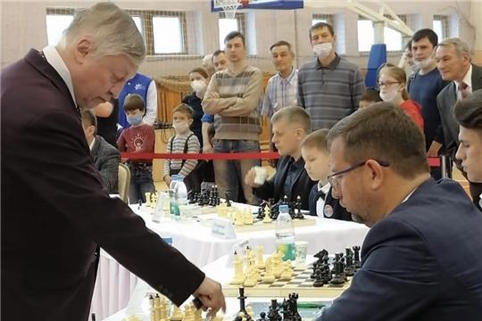 В Чебоксарах состоялся сеанс одновременной игры «Партия с чемпионом» с многократным чемпионом мира по шахматам Анатолием Карповым