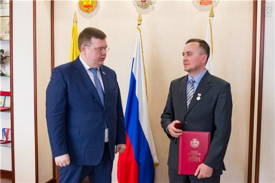 Глава города Чебоксары вручил награду герою