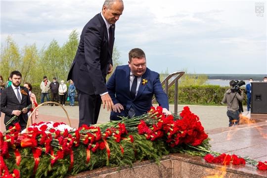 Депутаты приняли участие в церемониях возложения цветов в честь 76-летия Великой Победы