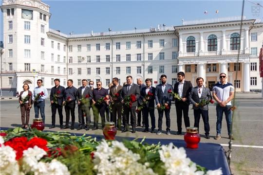 Депутаты возложили цветы в память о погибших в Казани