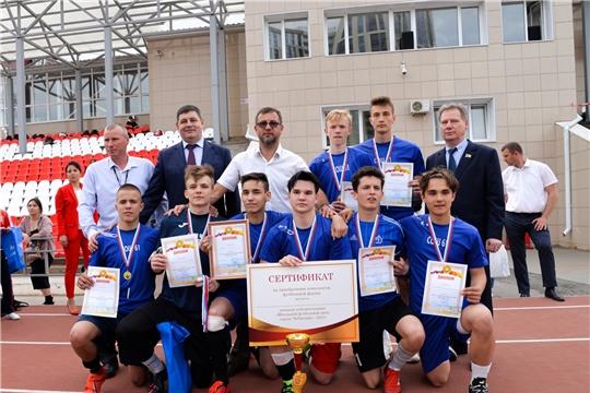 Депутаты поздравили победителей соревнований по футболу