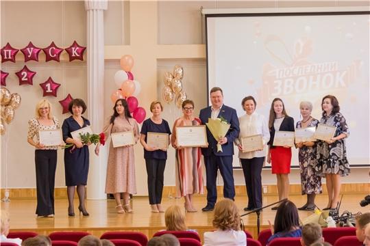 Олег Кортунов поздравил четвероклассников с окончанием начальной школы
