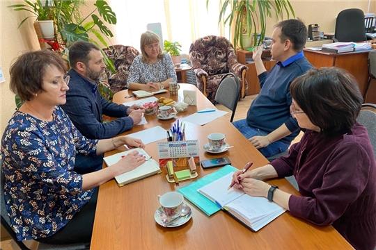 В МБУ «Центр мониторинга образования города Новочебоксарска» прошло совещание с участием общественных помощников Уполномоченного по правам ребенка