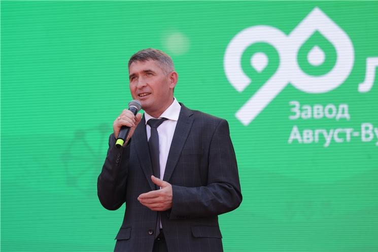 Вăрнарти «Август»  завод компанине 90 ҫул ҫитнĕ ятпа  Олег Николаев саламланă