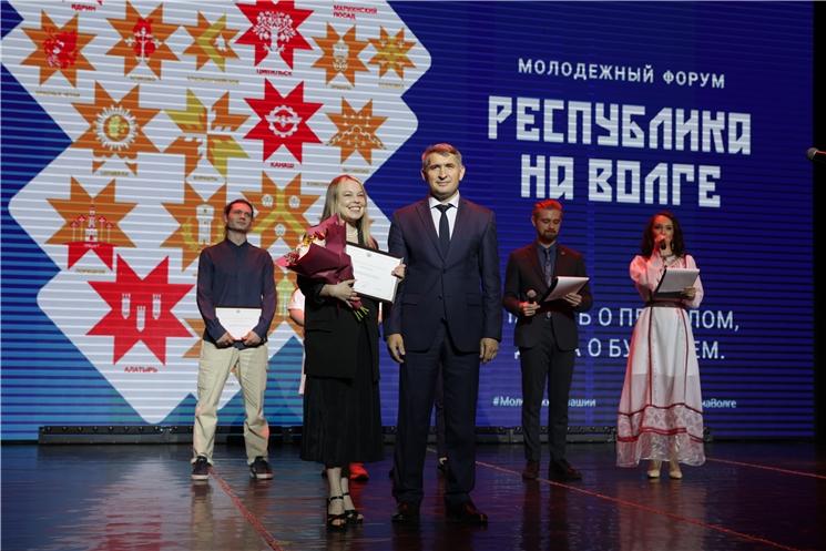 Олег Николаев: Ҫамрӑксене мӗнпур шайри влаҫ органӗсен ӗҫне явӑҫтармалла