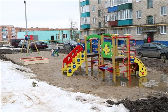 Федеральные эксперты проверили качество и безопасность детских площадок Чувашии