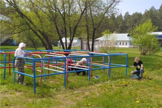 Сотрудники администрации города помогают в подготовке детского лагеря «Янтарный» к началу летней оздоровительной кампании