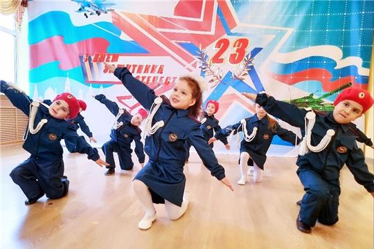 Армейской зарядкой поздравляют дошкольники столицы с Днем защитника Отечества