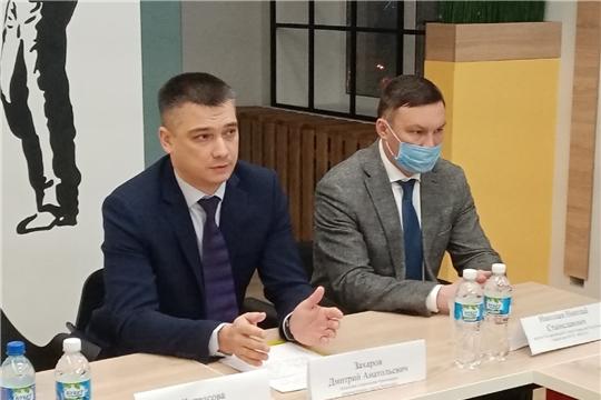 Начальник управления образования Дмитрий Захаров провел очередную публичную встречу с родителями